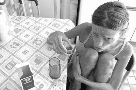 Kisah Suram Isabelle Caro, Diet Ekstrim Demi Menyenangkan Sang Ibu (Anorexia Story)