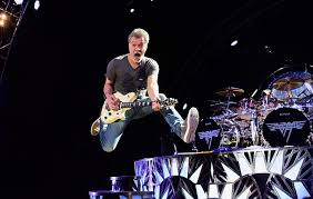 Watch Eddie Van Halen perform 'Jump' at last ever Van Halen concert