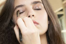 makeup tips for people with sensitive skin