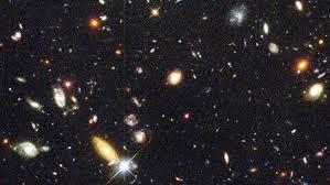 Resultado de imagen de El telescopio espacial Hubble enfocó regiones del espacio aparentemente vacías y negras, y después de muchos días de exposición obtuvo unas bellísimas fotos de galaxias