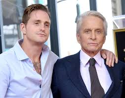 Hijo de Michel Douglas revela que su papá lo obligaba a repartir ...