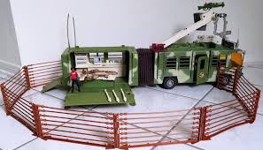 Jurassic Park Lost World Mobile Command Center Kenner 100 Complete With Dino Sportscards Com