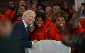 EUA: Joe Biden consegue conter Bernie Sanders com vitória no Texas ...