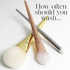 clean makeup brushes