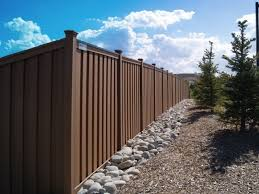 Affordable Garden Fence Agent In Uk The Cost Per Linear Foot For A Wood Composite Fence Trex Fencing Walkways Paths Fence