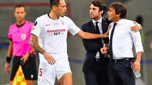 Siviglia-Inter, sfottò di Banega a Conte per i capelli. Lui si ...