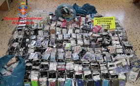 ARIANO IRPINO - AV: Controlli sull'abusivismo commerciale. I carabinieri  sequestrano 3000 cover ed altri accessori per smartphone. - Bassa Irpinia  News - Quotidiano online