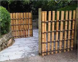 Unique Bamboo Fencing Rolls In 2020 Bamboo Fence Backyard Fences Modern Fence