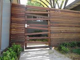 Mid Century Modern Courtyard Fences Framed In Redwood Amp Recycled Redwood Horizontal Fence Modern Lan Fence Gate Design Wooden Fence Gate Fence Design