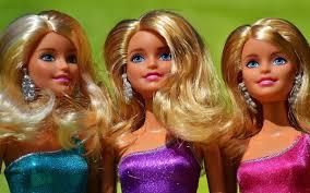 Búp bê Barbie tròn 60 tuổi: Luôn theo kịp nhịp sống thời đại ...