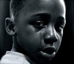 خلفيات أطفال حزينة بنات وأولاد صغار بدموع وبراءة خلفيات فور يو