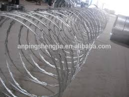 Barbed Fence Iron Wire Mesh Fence Galvanized Wire Stainless Steel Barbed Wire Barbed Wire Roller Buy Hotdipped Galvanized Barbed Wire Galvanized Barbed Wire Razor Wire Barbed Wire Product On Alibaba Com