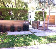 Ideas For My Little Cinderblock House Modern Front Yard Modern Fence Design Front Yard Design