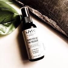 long lasting makeup setting spray dewy