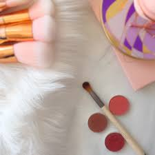 picking the right makeup brushes