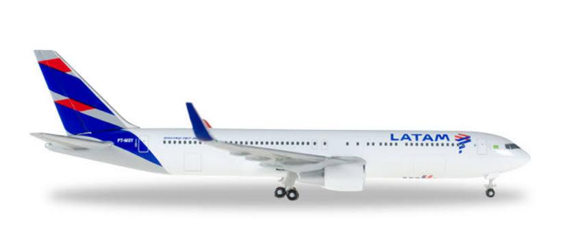 Resultado de imagen para latam boeing 767-300 PNG