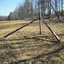 Build Triangular Fence Corner Posts Diy Mother Earth News Mother Earth News Planet Natural Farm Fence