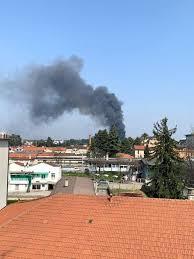 Azienda in fiamme a Gallarate - VareseNews - Foto