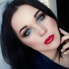 light eye makeup with red lipstick