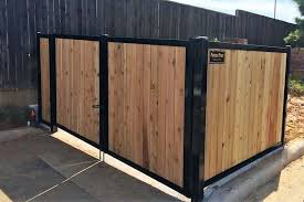 Build A Wood Fence With Metal Posts That S Actually Beautiful Wood Fence Design Cedar Wood Fence Wood Fence