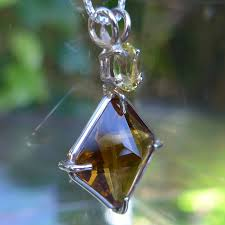 magician stone with golden beryl