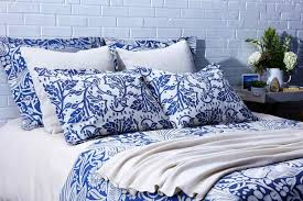 blue toile bedding for an eloquent touch