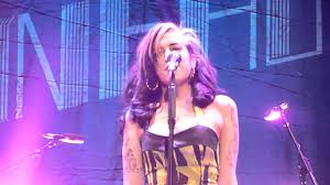 Amy Winehouse - TOTALLY DRUGGED ( Belgrade concert 2011 ) - YouTube