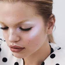 holographic makeup how to pull off
