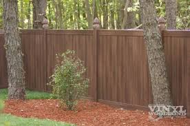 Illusions Pvc Vinyl Fence Photo Gallery Illusions Fence Backyard Fences Vinyl Fence Backyard