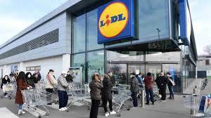L' assalto ai supermercati nella zona rossa colpita dal coronavirus