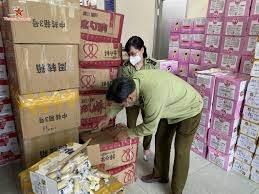 Hà Nội bắt giữ 4 tấn bánh kẹo không rõ nguồn gốc xuất xứ - Truyền hình Văn  hóa Du lịch (Vietnam Journey)