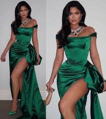 إزاى تلبسى الفستان الأخضر الساتان على طريقة نجمات هوليود