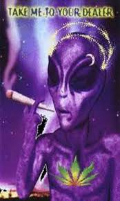 free alien smokes weed live wallpaper