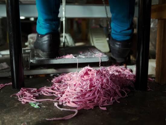 """Resultado de imagem para imagens de O segredo da Fashion Nova: trabalhadores mal pagos em fábricas de Los Angeles"""""""