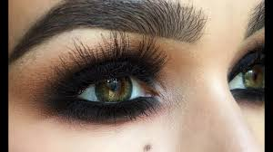 how to apply dramatic black eye makeup