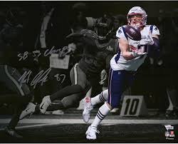 Rob Gronkowski New England Patriots Autographed 16 X 20 Super Bowl Liii Champions Catching Spotlight Photograph With Sb 53 Champs Inscription Fanatics Authentic Certified Walmart Com Walmart Com