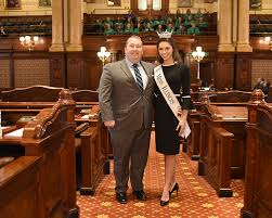 Bennett hosts Miss Illinois Abby Foster at the State Capitol