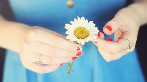 صور يد مع ورد