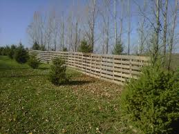 Snow Fence Made Out Of Pallets Lawn Decor Outdoor Design Snow Fence