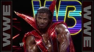 """Dark Angel"""" Aaron Baker performs his impressive bodybuilding ..."""