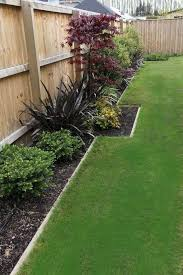 70 Simple Backyard Landscaping Ideas On A Budget 2019 45 Backyardideas Landscapingideas Budget Landscaping Fence Landscaping Small Backyard Landscaping
