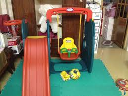 Mua đồ chơi cũ cho bé, nên hay không?