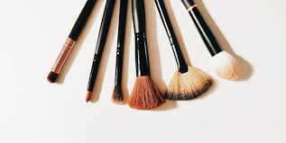 makeup brushes to easily apply