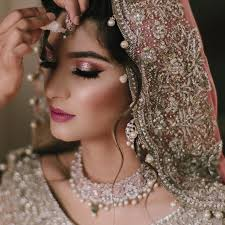 light and glamorous makeup ideas for a