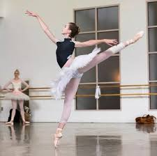 Addie Tapp. Beautiful dancer that I used to dance with! Love seeing how far  she has come ❤️   Fotos de danza, Fotografía de ballet, Ballet danza