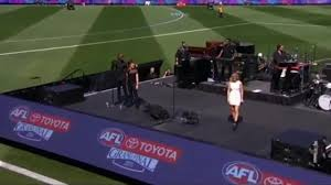 Lip-Sync At The 2015 AFL Grand Final ...