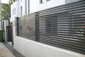 One Of Our Last Projects Modern Horizontal Aluminum Fence Modern Fence Design Modern Fence Building A Fence