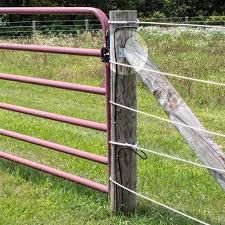 The Brace Plate Is Nailed Onto A Diagonal Brace Post Then Onto The Corner Or End Post Sometimes With Corner Posts When Tw Horse Fencing Fence Electric Fence