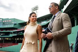 MLB analyst Jessica Mendoza signs ...