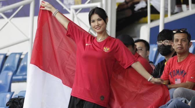 "Image result for Maria Ozawa  Dukung Timnas Indonesia Lawan Thailand,"""